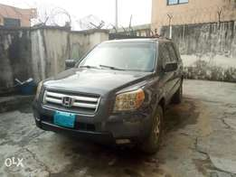 A very neatly used Honda pilot First