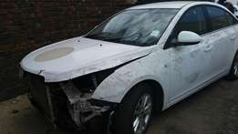 2013 chevrolet cruze breaking up for parts.