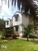 A luxurious 4bdrm mansionate on a half acres Land for sell nyali MSA