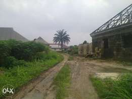 2bedroom flat with 3one bedrm flats with sukaway and bore hole