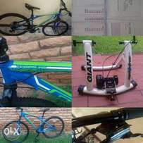 Package deal : mountain bike and indoor trainer ..like new