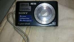 Excellent condition sony cybershot camera for sale