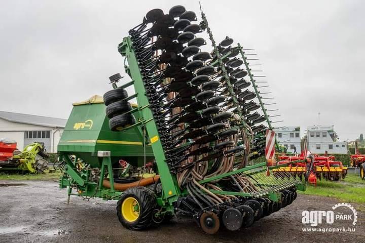 John Deere 740a, 9 M Foldable Mulch Drill, 2.500 Liter Seed - 2012