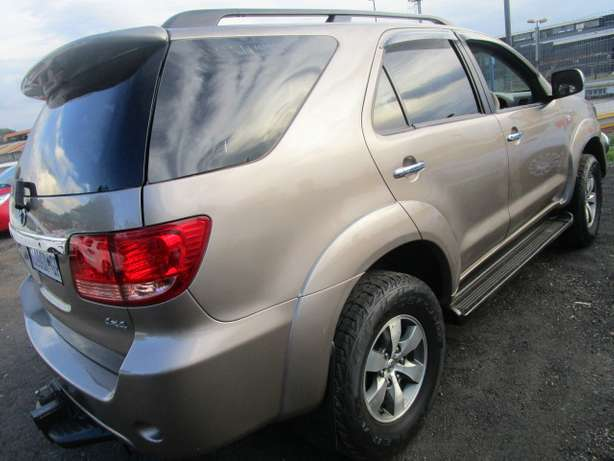 Toyota Fortune 3.0 D4D 2008 model with 5 doors Johannesburg - image 5