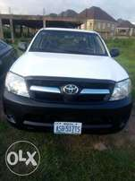 Toyota hilux 2012 super extra clean everyrhing working.