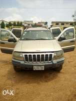 Cleanly used and good conditioned cherokee jeep
