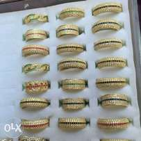 Pure solid 18karat ring gold for Price and easy to access.