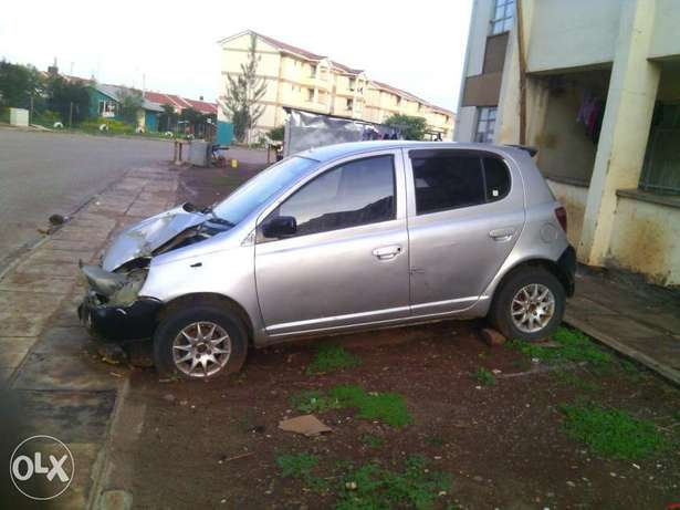 Toyota Vitz kax auto 1000cc small accident asking 170k Parklands - image 3