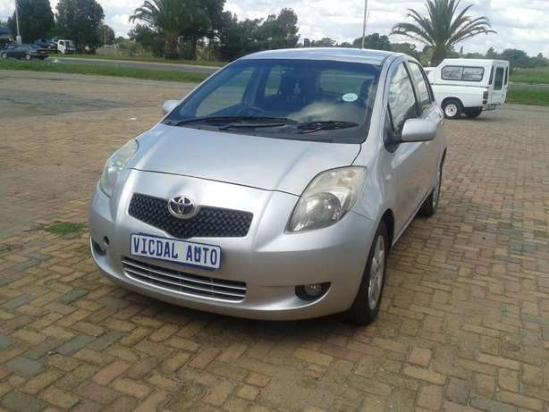 2008 Toyota Yaris T3 Automatic For Sale R70000 Is Available Benoni - image 5