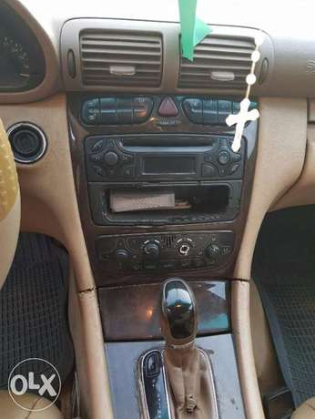 Mercedes benz C240 4matic clean used Ibadan North West - image 5