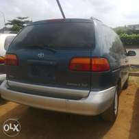 Extremely Clean Foreign Used Toyota Sienna Xle 00