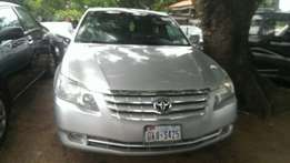 Extremely clean 2006 Toyota Avalon limited edition.