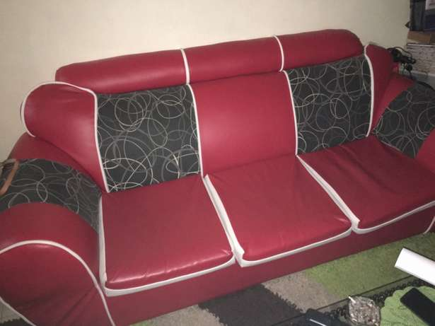 Red leather five seater seats Nairobi CBD - image 3