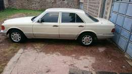 Mercedes w126 very clean luxury car