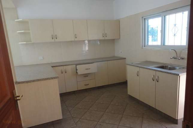 Royal 3 bedroom Own Compound Bungalow FOR SALE Mombasa Island - image 3