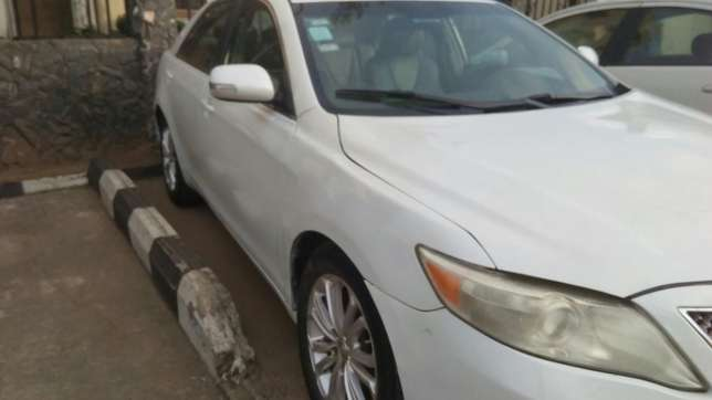 Check this toyota camry out a/c auto drive leather seat Ikeja - image 3