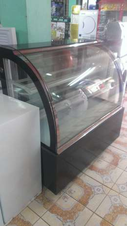 Cake chiller/cake chiller display,3level,1.2m lenght,curved glass,new City Centre - image 3