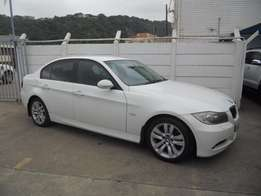 BMW 320i [E90] 6 spd Exclusive