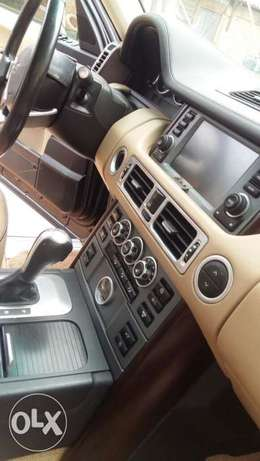 This is a very clean Range Rover 2009 year Ikeja - image 7