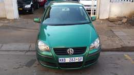 2004 Volkswagen Polo . 1.6 green in color,