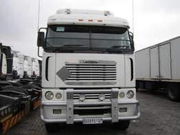 2011 Freightliner Argosy 90 Cummings ISX 500 with new grill (BH38YSGP)