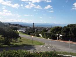 Plett Holiday accommodation available - walking distance to beach