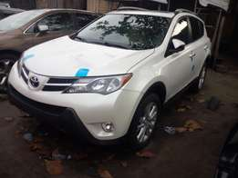 Toks 2011 Toyota Rav4 white. Direct tokunbo