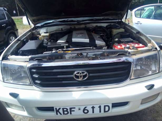 landcruiser Vx Petrol v8 well maintained car on quick sell Nairobi CBD - image 1