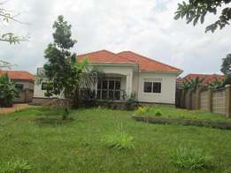 Nice and affordabe four bed room stand alone at 1.5m alond Entebe road