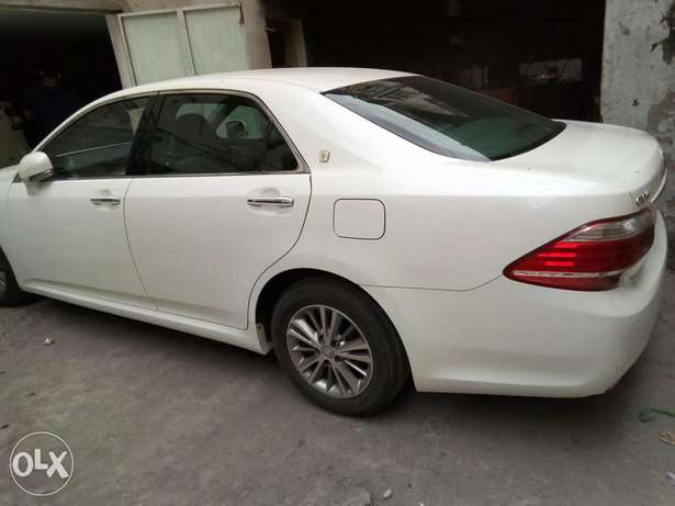Crown Royal saloon pearl white just arrived Mombasa Island - image 2