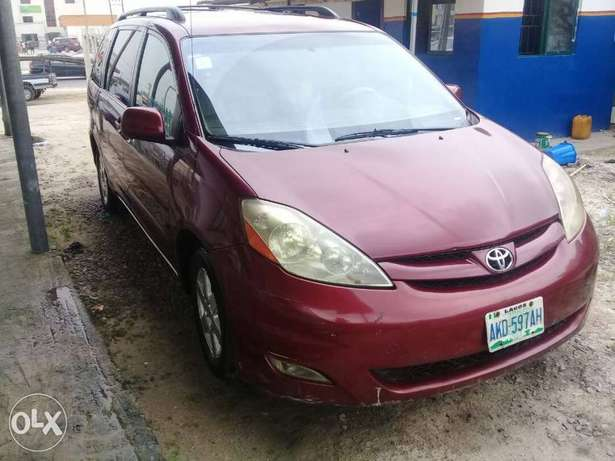 XLE Edition Nig.Used Toyota Sienna 2009 Model In Excellent Condition Lekki - image 2