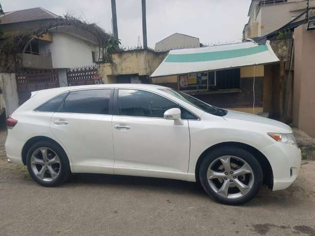 Clean 2014 Used Toyota Venza for sale Lekki - image 8