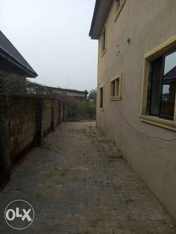 For sale 4Flat on a 50ft by 100ft by youth camp ground. Benin City - image 8