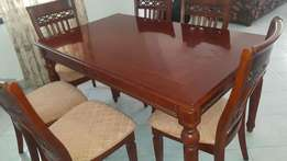 Six seater dinning table with chairs mint conditon