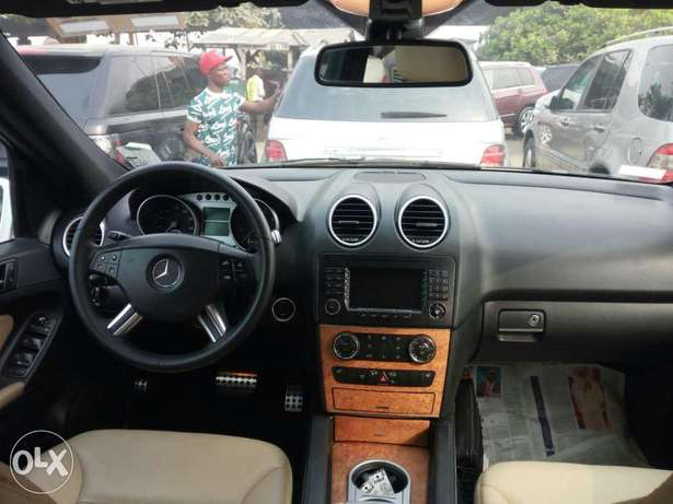 Very clean foreign used 2008 Mercedes-Benz Ml350 4matic. Negotiable Apapa - image 4