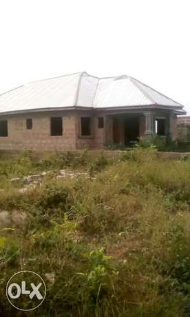 4bedrooms Bungalow with Aluminum roof, all ensuit Benin City - image 2