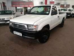2000 Toyota HIlux 2.4Diesel S/Cab LWB, Selling at R99995, Call Sam
