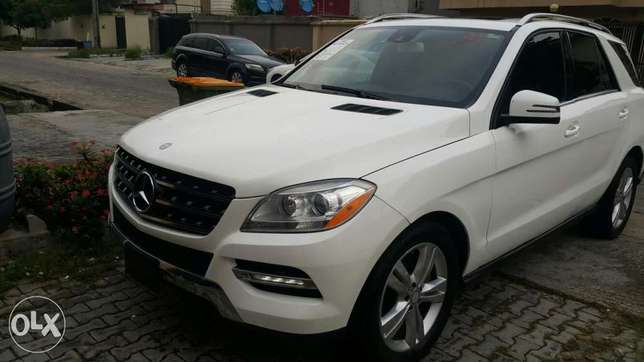 Super clean 2014 Mercedes Benz ML 350 Lekki Phase 1 - image 3