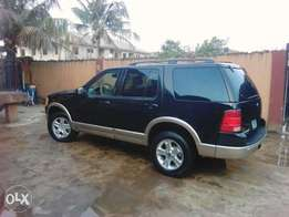 Clean Ford explorer 2003 Limited Edition.