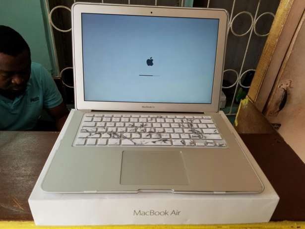 Direct Uk used Macbook air 13-inch, core i5, 4gig Ram+fancy casing Benin City - image 1