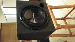 Pioneer. 1400W. Subwoofer and box.