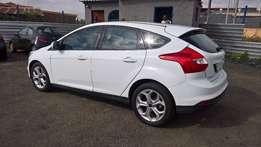 Ford focus hatch 1.6 ambiente 5sp, 5-doors, Factory A/c, C/d Player,