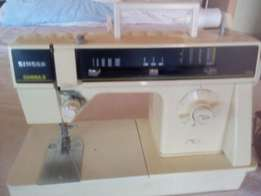 Super Bargain**Great Singer Sewing machine in perfect working order