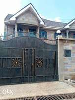 Homely 4 bedroom maisonette in a gated community