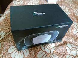 Brand New Virtual Reality Headset With (Controller 4 on-screen buttons
