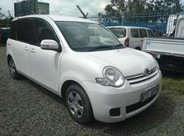 White Toyota Sienta 2009 Model,1500CC ,With Clean Seats