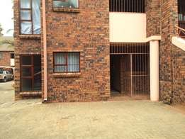 Townhouse to rent in Langenhovenpark