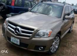 A clean & neatly use 2009 model Mercedes Benz GLK