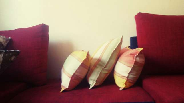 Fine fibre throw pillows pillows Nairobi West - image 4