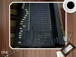 Mackie mixer console